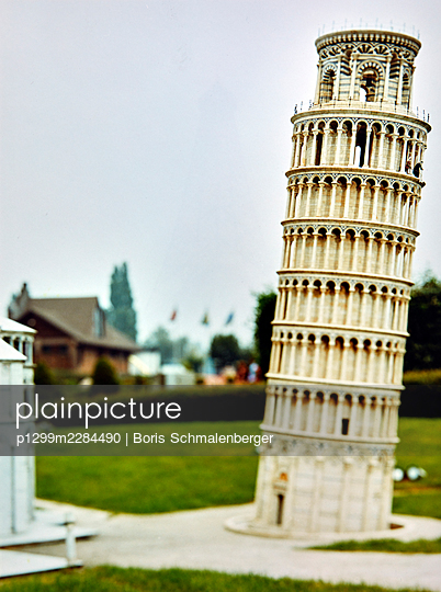 Mini Europe, open-air museum, replica, Leaning Tower of Pisa - p1299m2284490 by Boris Schmalenberger