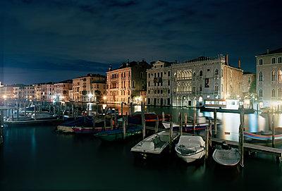 Venedig bei Nacht - p1558m2168359 von Luca Casonato