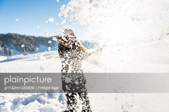 Fun in the snow - p1142m1030836 by Runar Lind