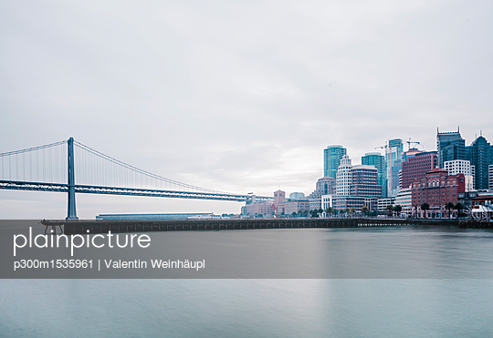 USA, California, San Francisco, Oakland Bay Bridge - p300m1535961 by Valentin Weinhäupl