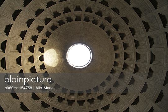 Pantheon - p969m1154758 von Alix Marie