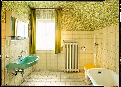 Badezimmer 80er - p1370m1445419 von Uwe Reicherter