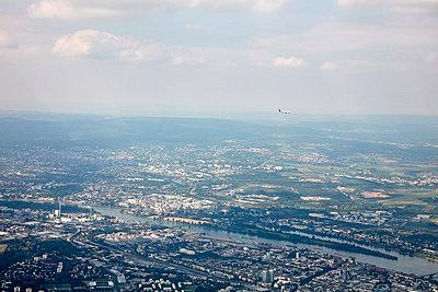 Germany, Airplane over Frankfurt - p1492m2179026 by Leopold Fiala