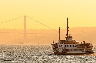 Turkey, Istanbul, ferry on the Bosphorus at sunrise - p300m1028618f by Kerstin Bittner