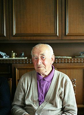 Portrait eines alten Mannes  - p6430176f von senior images RF