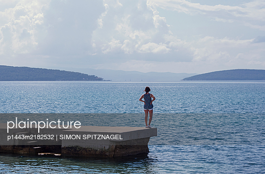 p1443m2182532 by SIMON SPITZNAGEL