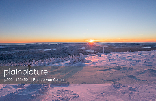 Germany, Saxony-Anhalt, Harz National Park, Brocken at winter evening - p300m1224501 by Patrice von Collani