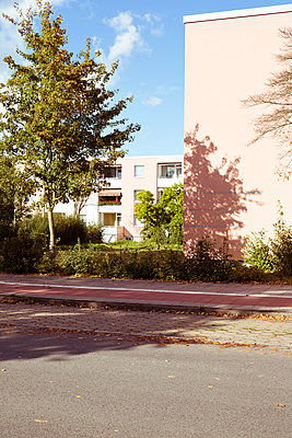 Wohnsiedlung in einem Hamburger Vorort - p432m1488322 von mia takahara