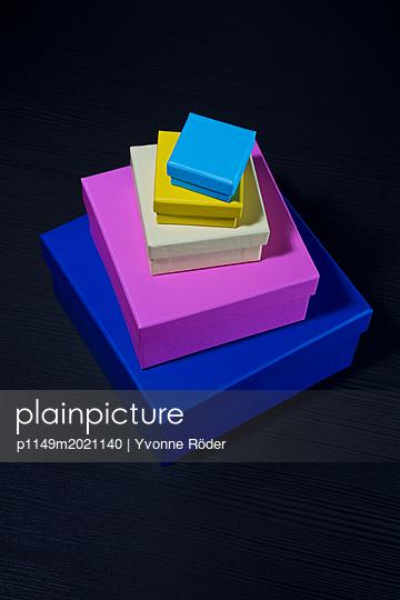 Bunte Schachteln - p1149m2021140 von Yvonne Röder