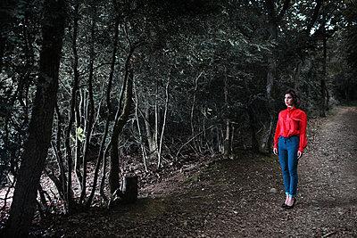 Woman on a dark path - p1081m2277899 by Cédric Roulliat