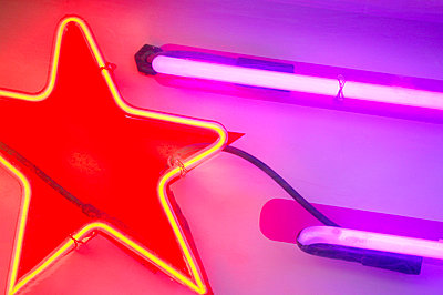 Neon star light - p4420880f by Design Pics