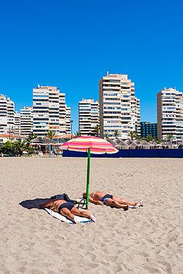 Strandplatz, Torremolinos - p488m1169004 von Bias