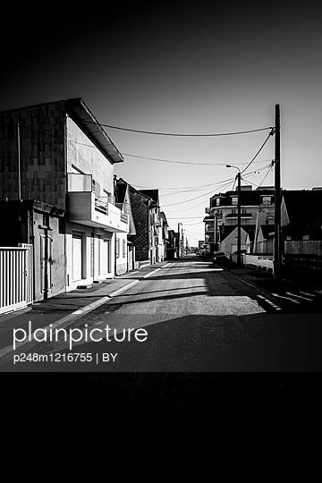 Straße einer Französischen Kleinstadt - p248m1216755 von BY