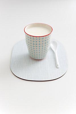 Guten-Morgen-Milch - p454m1000965 von Lubitz + Dorner