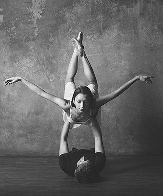 Ballet pose - p1476m1564102 by Yulia Artemyeva