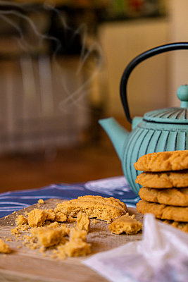Broken cookies next to a teapot - p1655m2253876 by lindsay basson