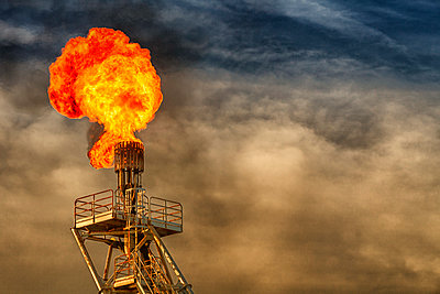 Flare stack on an oil rig, offshore of Vung Tau, Vietnam, Southeast Asia - p934m1177166 by Yan Lerval photography
