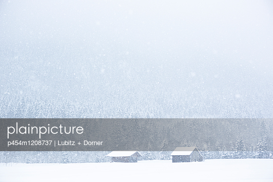 Abgelegen - p454m1208737 von Lubitz + Dorner