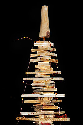Christmas tree made of wooden planks - p1540m2150972 by Marie Tercafs