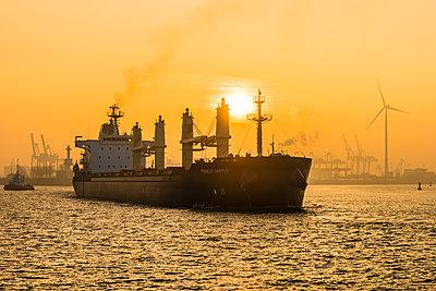 Frachtschiff - p488m1444357 von Bias