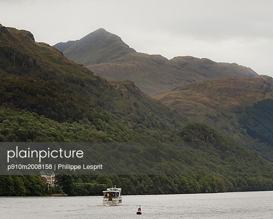 West Highland Way, Loch Lommond - p910m2008158 von Philippe Lesprit