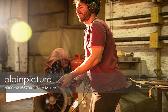 Metal worker working in workshop - p300m2155700 by Pete Muller