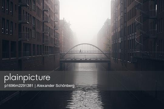 Morning in the Speicherstadt - p1696m2291381 by Alexander Schönberg