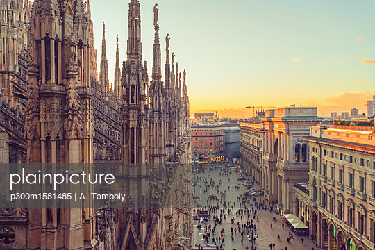 Italy, Lombardy, Milan, Milan Cathedral at sunset - p300m1581485 von A. Tamboly