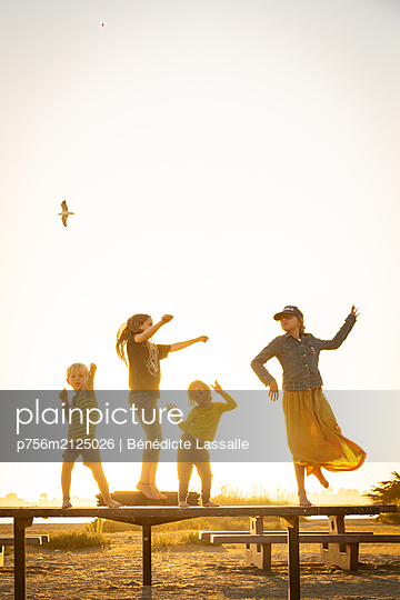 Four children at the picnic area - p756m2125026 by Bénédicte Lassalle