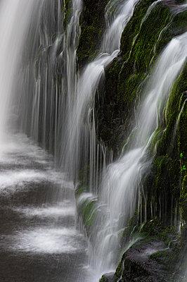 Sgwd y Pannwr waterfall, Pontneddfechan, Brecon Beacons, Powys, Wales, United Kingdom - p871m2113613 by Bill Ward