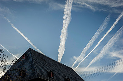 Vapour trail - p1088m902290 by Martin Benner