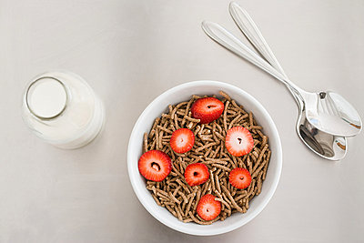 A bowl of cereal and a bottle of milk - p9247392f by Image Source