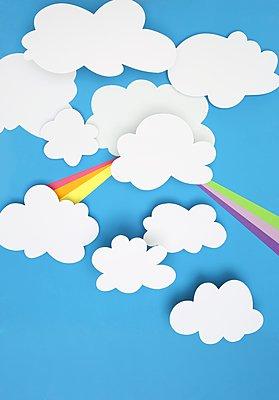 Wolkenhimmel aus Papier - p237m1441140 von Thordis Rüggeberg