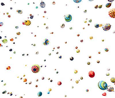 Heißluftballons von unten  - p719m2109222 von Rudi Sebastian