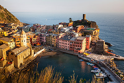 Vernazza in sunset light, Cinque Terre National Park, UNESCO World Heritage Site, Liguria, Italy, Mediterranean, Europe - p871m1480318 by Nagy Melinda