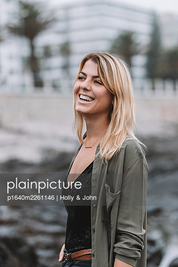 Portrait of happy woman with blond hair - p1640m2261146 by Holly & John