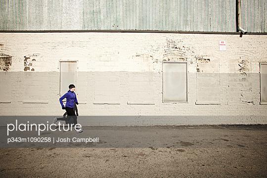 p343m1090258 von Josh Campbell