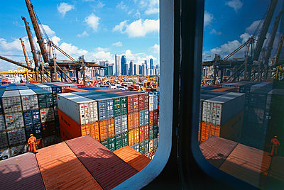 Containerterminal in Singapur - p1099m882829 von Sabine Vielmo