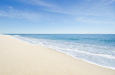 Massachusetts, Cape Cod, Nantucket Island, Calm beach and ocean wave - p1427m2285555 by Chris Hackett