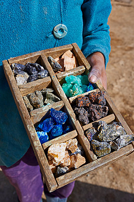 Various rock samples in wooden box - p390m1190304 by Frank Herfort