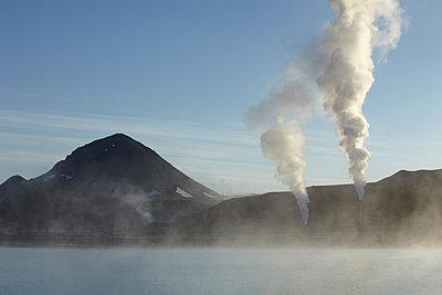 Geothermiekraftwerk, das die Energie des Vulkans Krafla nutzt - p1314m1189954 von Dominik Reipka