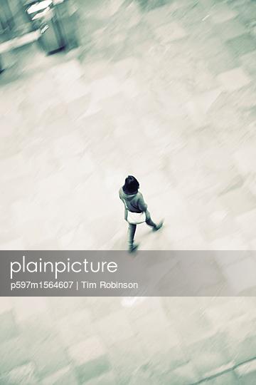 Woman walking - p597m1564607 by Tim Robinson