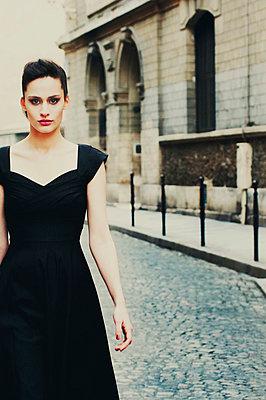 Retro/vintage-style fashion portraits - p988m792915 by Rachel Rebibo