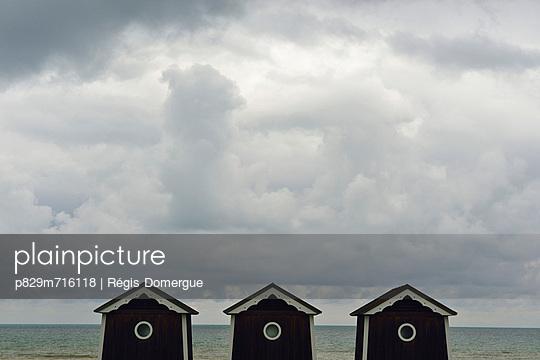 Am Meer - p829m716118 von Régis Domergue