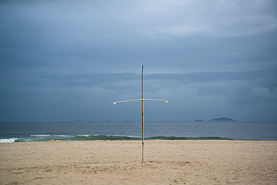 Regenschauer am Strand - p1170m1090762 von Bjanka Kadic