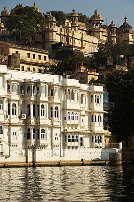 Herrenhäuser und Paläste am Ufer - p1259m1111487 von J.-P. Westermann