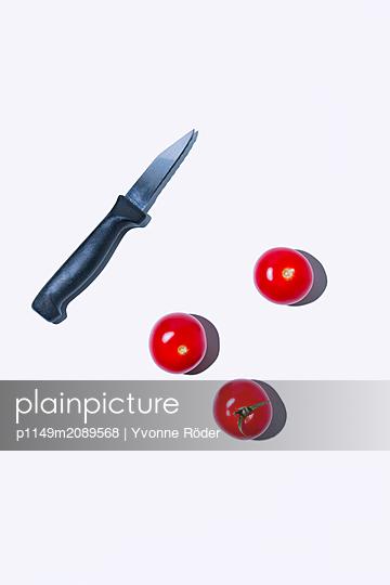 Tomaten und Küchenmesser - p1149m2089568 von Yvonne Röder