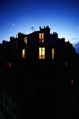Apartment building at night - p6230946f by I. Rozenbaum & F. Cirou