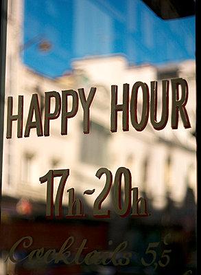 Café in Paris - p567m1212510 by Alexis Bastin