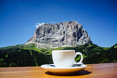 Mountain landscape of Dolomites Alps  - p1053m1191238 von Joern Rynio